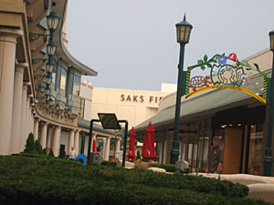 Saks Fifth Avenue closing at Old Orchard